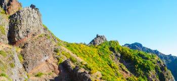 Взгляд гор на трассе Pico Areeiro - Pico Ruivo, острове Мадейры, Португалии, Европе Стоковая Фотография RF
