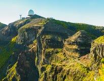 Взгляд гор на трассе Pico Areeiro - Pico Ruivo, острове Мадейры, Португалии, Европе Стоковое Фото