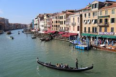 Взгляд грандиозного канала от моста Rialto в Венеции, Италии стоковое фото