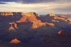 Взгляд грандиозного каньона на заходе солнца стоковое изображение rf