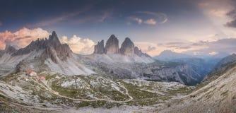 Взгляд гребня горы Tre Cime di Lavaredo, южного Tirol, доломитов Italien Альпов стоковые изображения