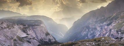 Взгляд гребня горы Tre Cime di Lavaredo, южного Tirol, доломитов Italien Альпов стоковое изображение rf