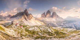 Взгляд гребня горы Tre Cime di Lavaredo, южного Tirol, доломитов Italien Альп стоковое фото
