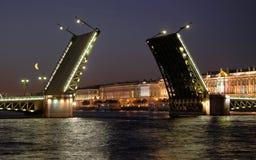 взгляд дворца моста открытый Стоковые Фото