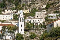 Взгляд деревни Dhermi традиционный в южной Албании Стоковое Изображение