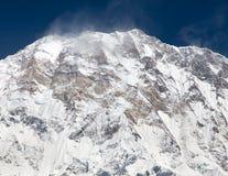 Взгляд держателя Annapurna с группой в составе альпинисты Стоковая Фотография