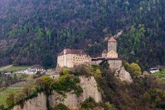 Взгляд детали на замке Тироля в красивом ландшафте Деревня Tirol, провинция Больцано, южный Тироль, Италия стоковые фото