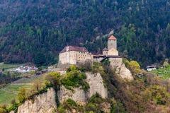 Взгляд детали на замке Тироля в красивом ландшафте Деревня Tirol, провинция Больцано, южный Тироль, Италия стоковое изображение
