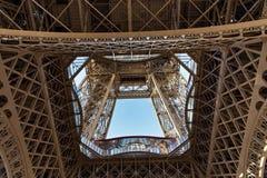 Взгляд детали Эйфелева башни в Париже Франция стоковые фотографии rf