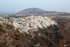 Взгляд дневного времени Thira на Santorini, Греции Стоковые Фото