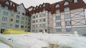 Взгляд дня курортного отеля лыжи сложный видеоматериал