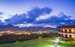Взгляд долины на сумраке, ЮНЕСКО Vinales, провинции Pinar del Rio, Кубы, Вест-Индиев, Вест-Инди, Центральной Америки стоковое фото