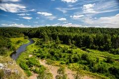Взгляд долины, реки и леса стоковое изображение