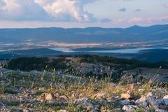 Взгляд долины Baydarskaya на южном побережье Крыма Взгляд от вершины горы Ilyas Kaya Лето солнечное и clo Стоковая Фотография RF