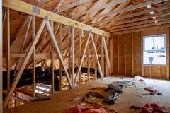 Жилой домашний обрамляя взгляд на новом доме деревянном под конструкцией стоковая фотография