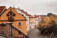 Взгляд домов вдоль канала дьявола от Карлова моста, Праги стоковое фото rf