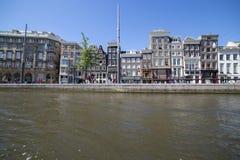 Взгляд домов на обваловке Амстердама Стоковая Фотография