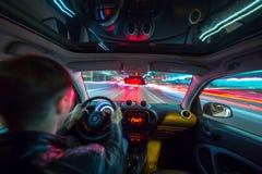 Взгляд дороги города ночи изнутри автомобиля Стоковое фото RF