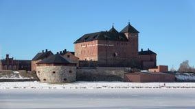 Взгляд древней крепости Hameenlinna, день в марте Финляндия видеоматериал