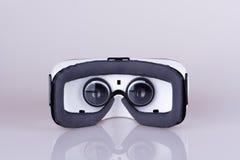 Взгляд зада внутренний шлемофона виртуальной реальности стоковая фотография