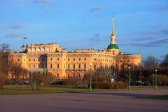 Взгляд замка на заходе солнца, Санкт-Петербурга Mikhailovsky стоковые изображения rf