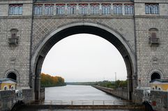 Взгляд замка на Реке Волга около Uglich Стоковые Изображения RF