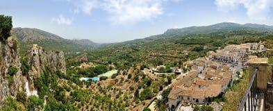 Взгляд замока и гор в Испании. Стоковые Изображения RF