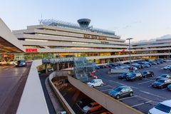Взгляд захода солнца авиапорта Кёльна Бонна стоковые фотографии rf