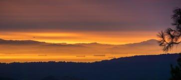 Взгляд захода солнца к San Francisco Bay как увидено от саммита Mt Диабло Стоковое Изображение RF