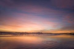 Взгляд захода солнца ложного залива с горой таблицы на заднем плане стоковое фото