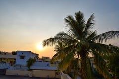 Взгляд захода солнца от вершины южного индийского домашнего дома стоковые фотографии rf