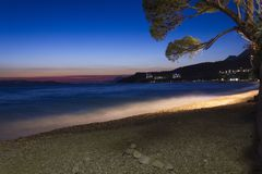 Взгляд захода солнца пляжа Tucepi стоковые фотографии rf