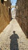 Взгляд захода солнца улиц Родоса стоковое изображение