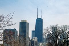 Взгляд здания Джона Hancock и зданий pother окружающих стоковые фото