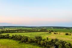 Взгляд зеленой равнины лес-степи Долина Flatland во времени вечера Стоковое Фото