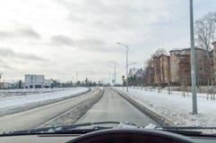Взгляд зимы для дороги от автомобиля Стоковое Фото