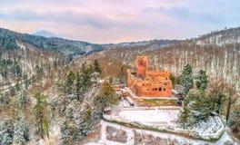 Взгляд зимы замка de Kintzheim, замка в горах Вогезы - Bas-Rhin, Франции Стоковые Изображения