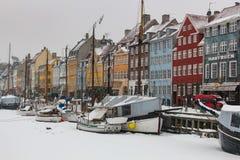 Взгляд зимы новой гавани в Копенгагене, Дании стоковое фото