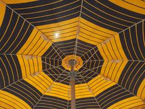 Взгляд зонтика пляжа снизу Стоковые Изображения RF