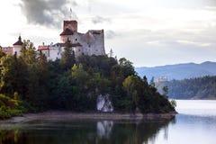 взгляд известного niedzica замка на Польше Стоковые Фотографии RF