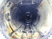 Взгляд изнутри рассекателя конца участков трубки Чистка оборудования Седимент масляных нагаров на оборудовании Стоковые Фото