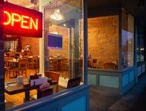 Взгляд интерьера кофейни стоковое фото