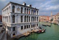 взгляд Италии venice канала моста грандиозный Стоковые Изображения