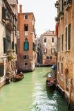 Взгляд канала в Венеции, Италии Венеция популярное туристское назначение Европы Стоковая Фотография RF