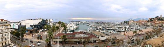 Взгляд Канн панорамный роскоши плавать пристань Стоковое Изображение