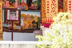 Взгляд картин и барельеф на фасаде buildi Стоковое Фото