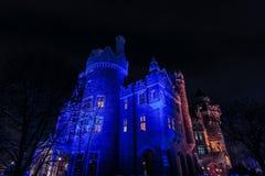 взгляд Касы loma старый, винтажный замок на времени ночи приглашая, освещенном различными светами, предпосылка Стоковые Изображения