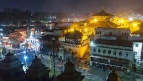 Взгляд квадрата в виске Pashupatinath, одном из священных висков индусского веры kathmandu Непал видеоматериал