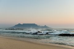 Взгляд Кейптауна от Bloubergstrand Стоковое Фото