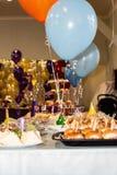 Взгляд комнаты партии от таблицы стоковое фото